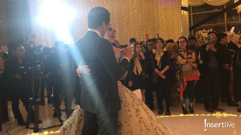 Syahrini menggelar acara Dinner Silaturahmi untuk merayakan pernikahan mereka.