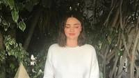 <p>Hamil anak ketiga, Miranda Kerr masih menyempatkan diri melakukan meditasi. Seperti diketahui, Miranda menjalani gaya hidup sehat, Bun. Ia rajin yoga dan menyantap sayur serta buah-buahan (Foto: Instagram @mirandakerr)</p>