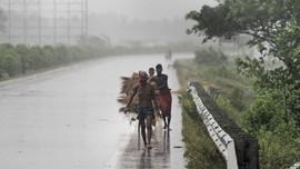 Mumbai Diterjang Badai, Pasien Covid-19 Dievakuasi
