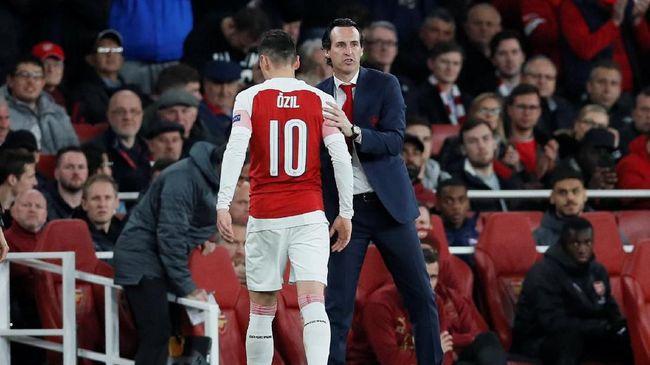 Arsenal dilaporkan siap menjual Mesut Oezil setelah bertengkar dengan manajer Unai Emery di final Liga Europa 2019 melawan Chelsea.
