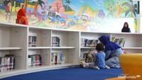 """Buku-bukunya juga lengkap, anak bisa pilih sendiri. (Foto: Yuni Ayu Amida)<div class=""""gmail_attr"""" dir=""""ltr""""></div>"""
