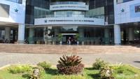 """Perpustakaan Nasional ini terletak di jalan Medan Merdeka Selatan No.11, Jakarta Pusat. Terdiri dari 24 lantai dan buka setiap hari lho, Bun, kecuali libur hari besar atau libur nasional ya. (Foto: Yuni Ayu Amida)<div class=""""gmail_attr"""" dir=""""ltr""""></div>"""