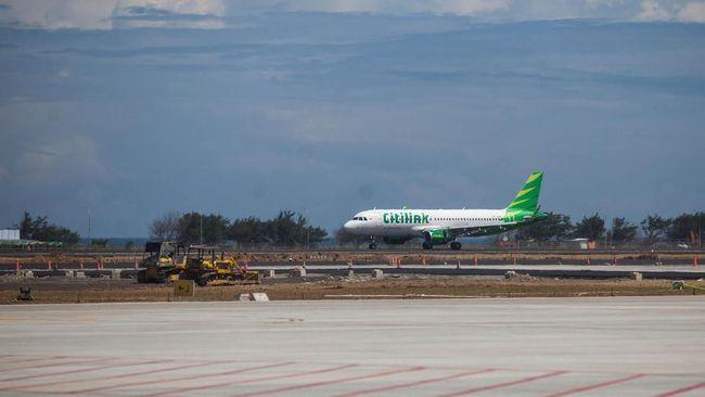Pesawat Citilink rute Jakarta-Batam mendarat darurat di Palembang setelah seorang anak melepas tutup pelindung tuas pintu darurat saat pesawat mengudara.