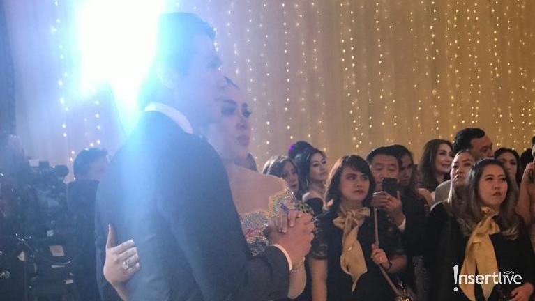 Sayhrini dan Reino Barack menggelar acara bertajuk Dinner Silaturahmi di Hotel Four Season, Jakarta.