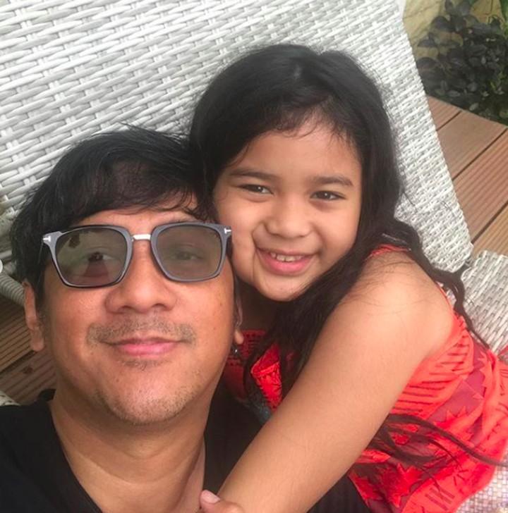 Andre Taulany punya banyak momen manis bersama putrinya, Arlova Carissa Taulany. Lihat foto-fotonya, yuk.