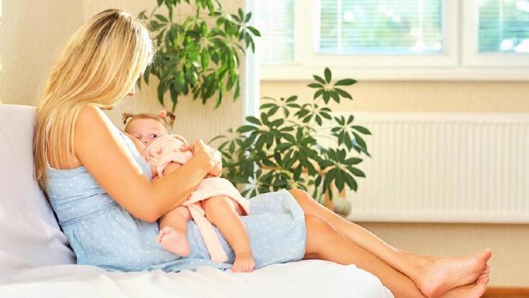 Perubahan hormon kehamilan membuat rasa ASI berubah. Tidak semanis Bunda yang tidak sedang hamil.