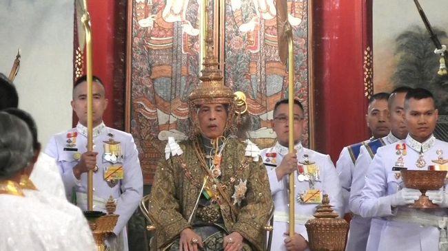 Raja Maha Vajiralongkorn resmi dinobatkan sebagai raja Thailand kesepuluh pada Sabtu (4/5).