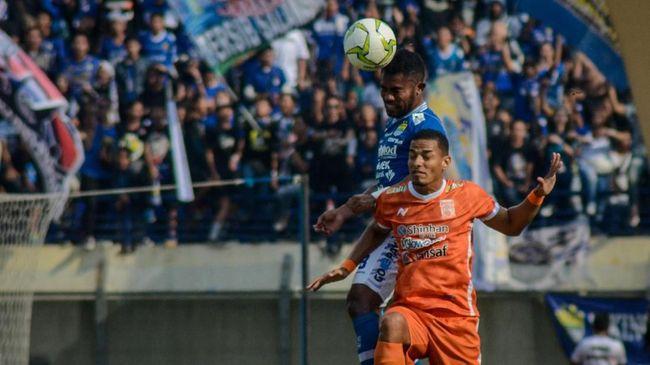 Persib Bandung akan menghadapi laga sulit saat dijamu Persipura Jayapura pada pekan pertama Liga 1 2019 di Stadion Si Jalak Harupat, Sabtu (18/5) malam WIB.