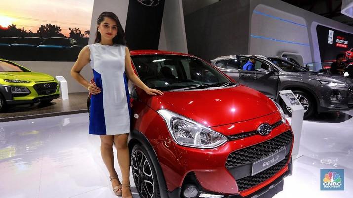 Hyundai Grand i10 menggunakan mesin Kappa 1.25 MPI D – VVT 1.248 cc 4 silinder dengan tenaga maksimal 86 dk, dan torsi 114 Nm. Untuk harha Hyundai i10 GLX manual dibanderol Rp 181 juta. Sedangkan Hyundai i10 model 2019 varian paling tinggi yakni varian i10 X otomatik seharga Rp 209 juta.  (CNBC Indonesia/Andrean Kristianto)
