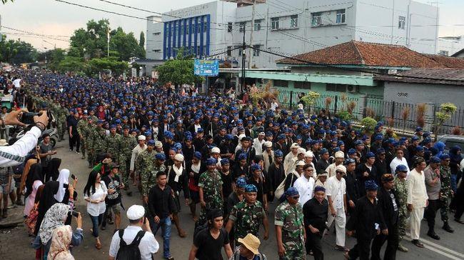 Ribuan warga Badui di pedalaman Kabupaten Lebak, Provinsi Banten, turun gunung demi panggilan tradisi perayaan Seba.