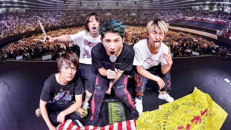Nama One Ok Rock mulai populer saat merilis album bertajuk Niche Syndrome pada tahun 2011.