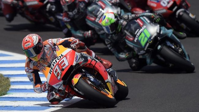 Repsol Honda Team's Spanish rider Marc Marquez leads the race after the start of the MotoGP race of the Spanish Grand Prix at the Jerez - Angel Nieto circuit in Jerez de la Frontera on May 5, 2019. (Photo by JORGE GUERRERO / AFP)