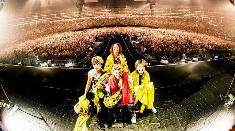 Band ini beranggotakan personil Taka, Toru, Ryota, dan Tomoya.