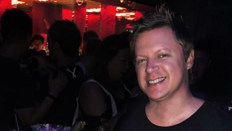 DJ Adam Sky dikenal sebagai sosok yang gemar bermain musik powerhouse dalam Electronic Dance Music (EDM) Asia.