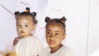 Dua putri cantik Kim Kardashian, North West dan Chicago West kompak mengenakan busana yang sama di pesta ulang tahun sang sepupu, True Thompson. (Foto: Instagram @kimkardashian)