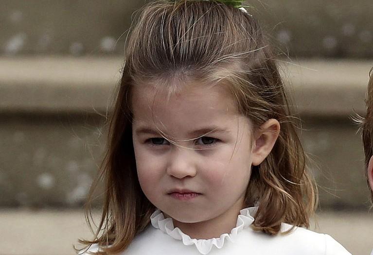 Putri cantik Pangeran William dan Kate Middleton ini berada di urutan keempat pewaris takhta Kerajaan Inggirs. Gadis mungil ini menjadi perempuan di urutan paling atas untuk mendapatkan takhta Kerajaan Inggris.