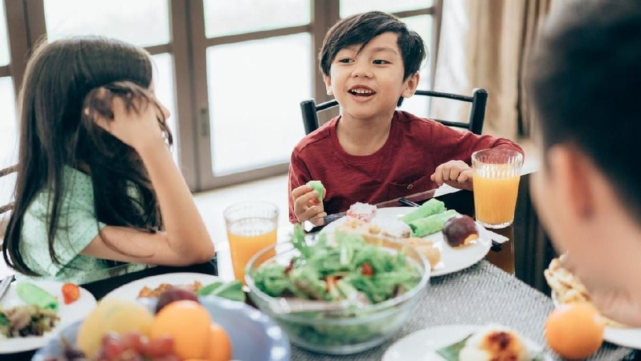 Jenis Makanan yang Baiknya Dihindari Anak Saat Berbuka Puasa