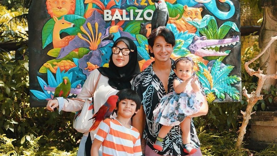 Isi Libur Lebaran, Fairuz A. Rafiq Ajak Anak Keliling Jakarta