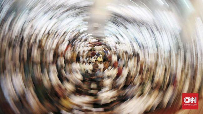 Umat muslim melaksanakan ibadah Sholat Taraweh perdana Ramadhan 1440 H di Masjid Istiqlal, Jakarta Pusat. Minggu, 5 Mei 2019. Sholat Taraweh di pimpin oleh Imam Besar Masjid Istiqlal K.H Nazaruddin Umar. CNN Indonesia/Andry Novelino
