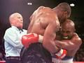 Tyson Gigit Kuping Holyfield karena Takut Kalah KO