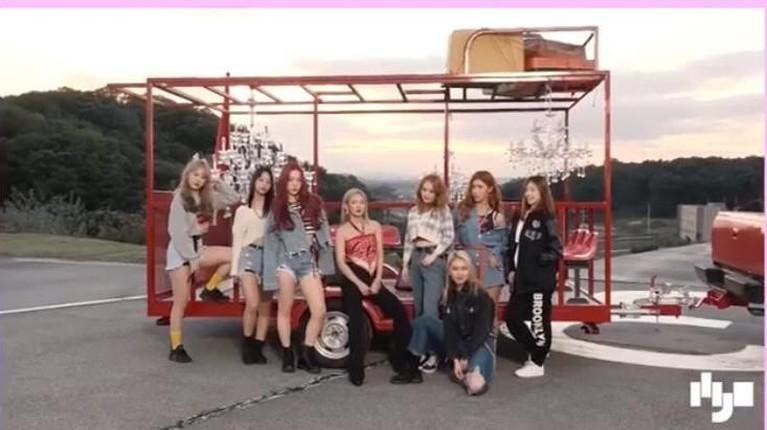 Girls Generation juga menjadi salah satu girlband yang berhasil memiliki fans di Amerika. Terbukti, pada tahun 2011 berhasil menjual 21.000 album digital mereka di Amerika Serikat.