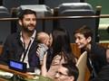 PM Selandia Baru Terkejut Kala Dilamar Ayah Bayinya