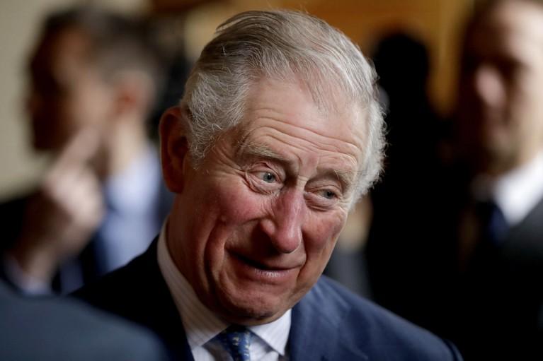 Pangeran Charles berada di urutan pertama pewaris takhta Kerjaan Inggris. Ayah William dan Harry ini akan langsung naik takhta usai sang ratu turun takhta atau meninggal dunia.