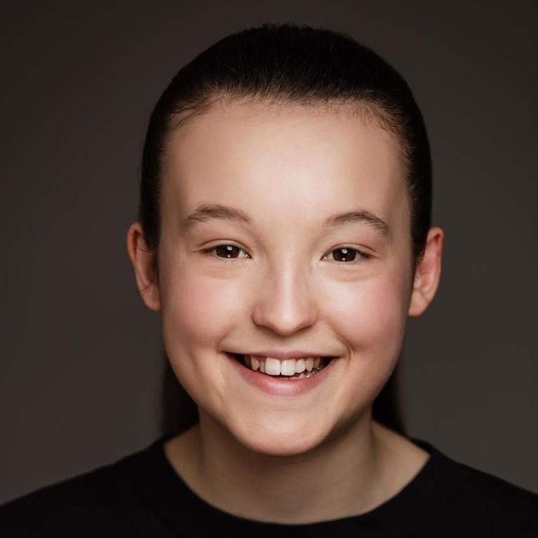 Bella Ramsey mulai mendalami hobi aktingnya sejak masih berusia empat tahun di Stagecoach Theatre Arts, Inggris.