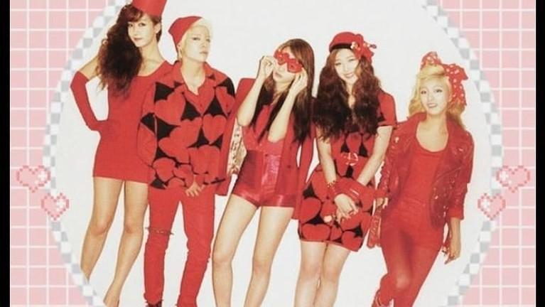 Ikut berpartisipasi dalam salah satu konser dunia asal agensi mereka pada tahun 2013, girlbandF(X) berhasil menjadi idola di Amerika. Terlebih, salah satu member mereka Amber juga tinggal dari Amerika.