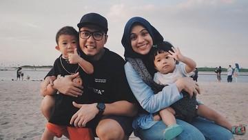 Cerita Nycta Gina Bagi Waktu Antara Pekerjaan dan Mengurus Anak