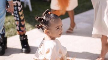 Gemas! Potret Anak-anak Kim Kardashian di Pesta Ultah Sepupu