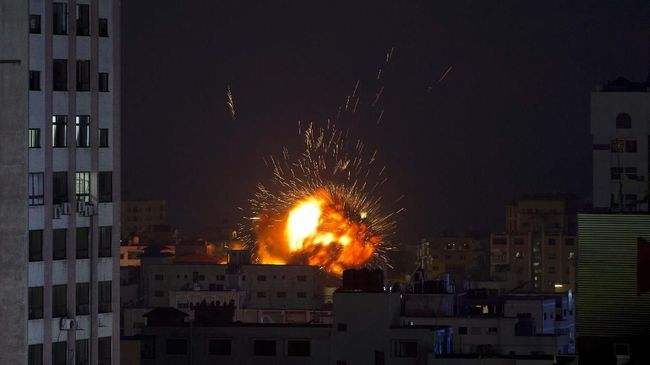 An explosion caused by an Israeli airstrike on a building in Gaza City, Saturday, May 4, 2019. Palestinian militants in the Gaza Strip fired at least 90 rockets into southern Israel on Saturday, according to the Israeli military, triggering retaliatory airstrikes and tank fire against militant targets in the blockaded enclave and shattering a month-long lull in violence. (AP Photo/Khalil Hamra)
