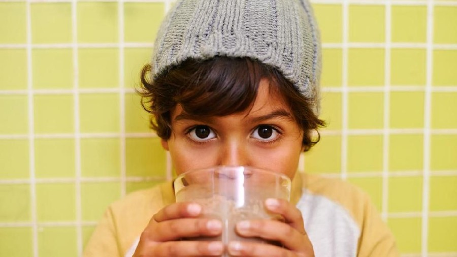 Anak Buka Puasa Dengan Susu Plus Es Batu, Adakah Efeknya?