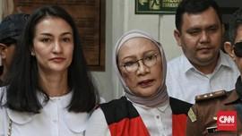 Malu Sudah Tua, Ratna Tutupi Operasi Plastik dari Keluarga