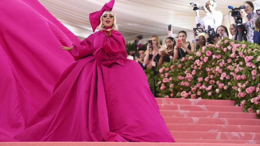 Video Hebohnya Persiapan Gaun Met Gala Lady Gaga