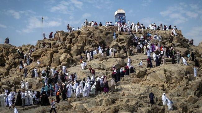 Luncurkan Visa Turis, Arab Saudi Longgarkan Aturan Berpakaian