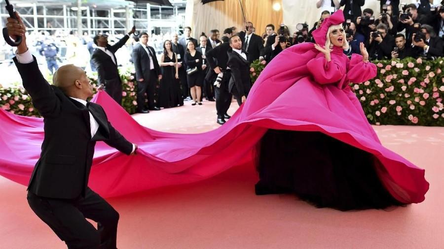 Wow, Lady Gaga 4 Kali Ganti Busana di Red Carpet Met Gala 2019