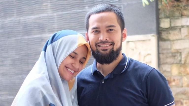 Teuku Wisnu dan Shireen Sungkar menikah dan membina hubungan rumah tangga pada tahun 2013. Mereka juga jadi salah satu pasangan artis yang memilih untuk hijrah.