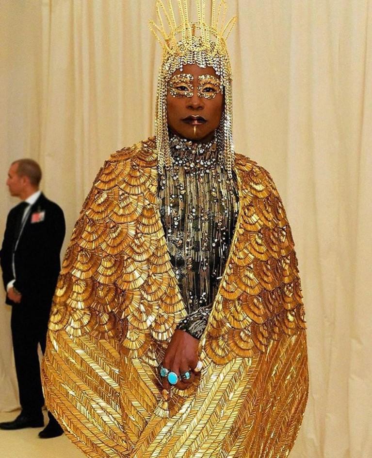 Billy Porter, dengan nuansa yang mewah bernuansa warna emas khas ala Dewa Mesir. Baju dan jubah emasnya dirancang khusus oleh desainer The Blonds.