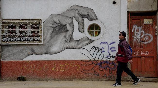 Sebanyak 1.400 mural dan grafiti terpajang di tembok-tembok kota Valparaiso, Chile.