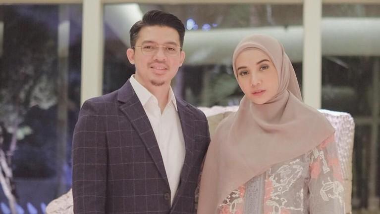 Irwansyah dan Zaskia Sungkar menikah dan membina hubungan rumah tangga pada tahun 2011. Mereka juga memutuskan untuk hijrah.