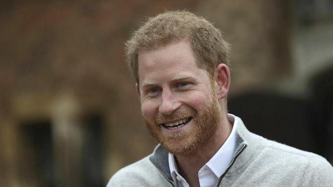 Pangeran Harry tak bisa menahan segala emosi yang campur aduk menjelang Meghan Markle melahirkan. Bahkan ia mengaku hanya tidur dua jam demi menemani istrinya.