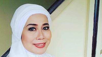 Kenangan Dewi Yull Jalani 10 Ramadhan Tanpa Almarhum Si Sulung