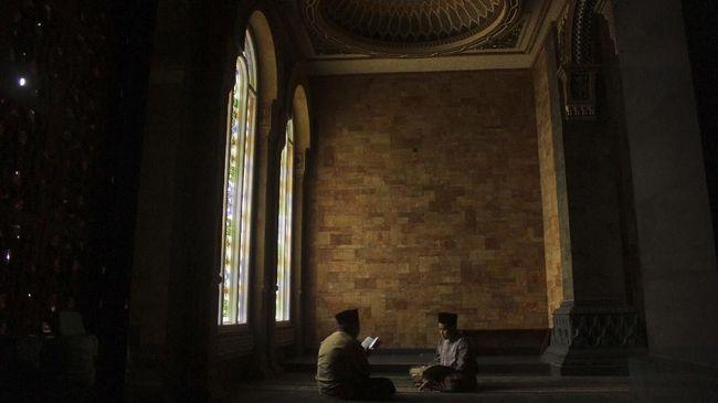 Umat beragama Islam di Indonesia telah masuk pada hari kedelapan puasa Ramadan 1440 Hijriah hari ini, Minggu (12/5).