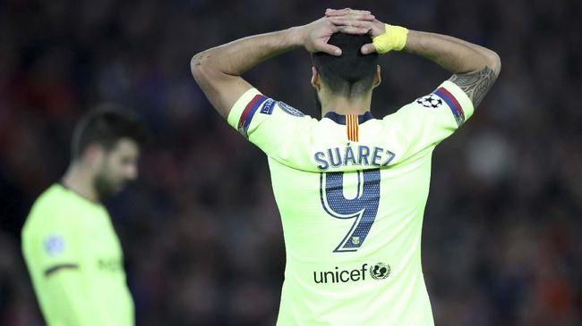 Luis Suarez menyindir rekan-rekan setimnya setelah Barcelona takluk 0-4 dari Liverpool pada leg kedua semifinal Liga Champions di Stadion Anfield.