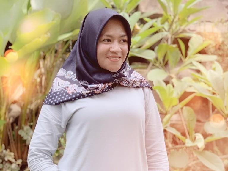 Yunita belakangan ini juga telah memantapkan diri memakai hijab.