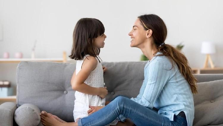 Saat Bunda haid, anak bisa tahu bundanya sedang 'berdarah'. Saat anak tanya kenapa bundanya berdarah, lebih baik dijawab dengan kalimat apa?