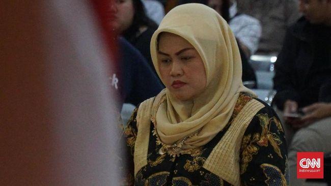 Bupati Bekasi nonaktif Neneng Hasanah Yasin divonis enam tahun penjara terkait suap perizinan proyek Meikarta. Empat pejabat Pemkab Bekasi divonis beragam.