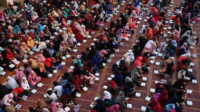 Menag Fachrul Razi menyebut buka puasa bersama dan salat tarawih di Masjid Istiqlal pada bulan Ramadan tetap digelar meski Virus Corona mengancam.