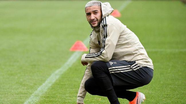Fisioterapis Ajax Amsterdam, Raymond Verheijen, mengatakan para pemain tak bertanggung jawab jika tetap berpuasa saat bertanding lawan Tottenham Hotspur.